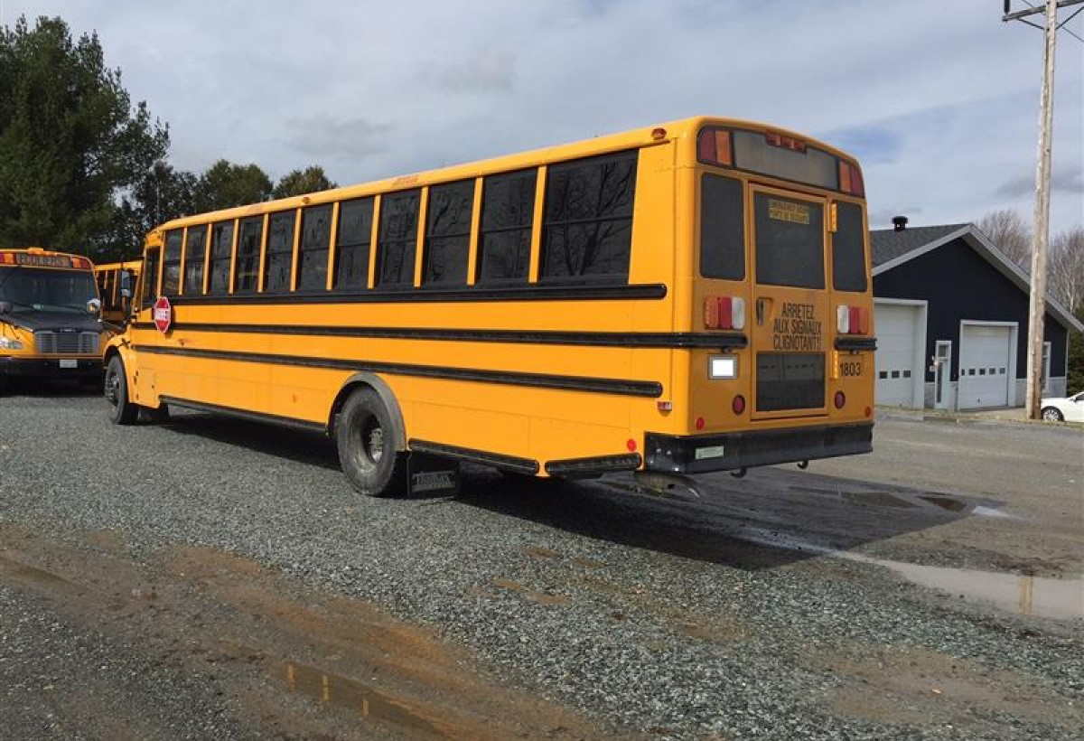 Ameritrans M Freightliner Coach Bus Drv in addition Bg besides Freightliner Cascadia Mid Roof Xt besides Img Grande as well Red Truck Freightliner Cascadia Front View Dark Headlights Parking Lights. on freightliner seats